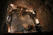 Archeologové nalezli na dně hradeb břeclavského zámku také kostry tří lidí, kteří pravděpodobně zemřeli násilnou smrtí.