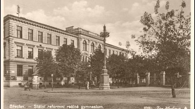 Před sto lety začali nové české gymnázium v Břeclavi navštěvovat první studenti.