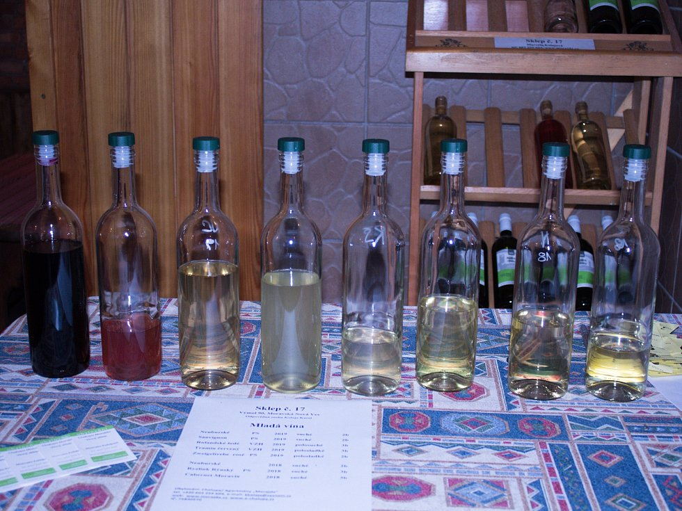 Vinaři v Moravské Nové Vsi otevřeli sklepy.