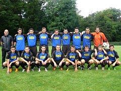 Fotbalové áčko Valtic má letos v kádru sedmnáct fotbalistů. Pod trenérem Machovským jdou jejich výkony stále nahoru.