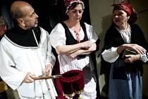 Premiéru divadelní hry Zapeklitá komedie aneb Kdosi brousí nad Paďousy připravili boleradičtí ochotníci.