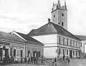 Radnici v Podivíně postavili v novorenesančním stylu. Repro: kniha Historické pohlednice břeclavského regionu