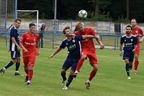 Fotbalisté MSK Břeclav (v modrých dresech) prohráli v přípravném utkání s Lanžhotem 0:1.
