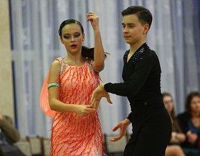 Překvapení soutěže - Nela Kolomazníková a Tomáš Hřebačka si při svém prvním startu mezi dospělými odvezli překvapivé třetí místo.