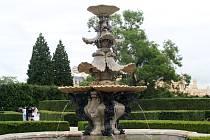 Po čtyřleté pauze fontána v zámecké zahradě v Lednici opět tryská vodu. Barokní kašnu – výtvor Giovanni Giacomo Tencalla a Pietra Materema, zrestauroval podle modelu z roku 1650 Jindřich Martinák.