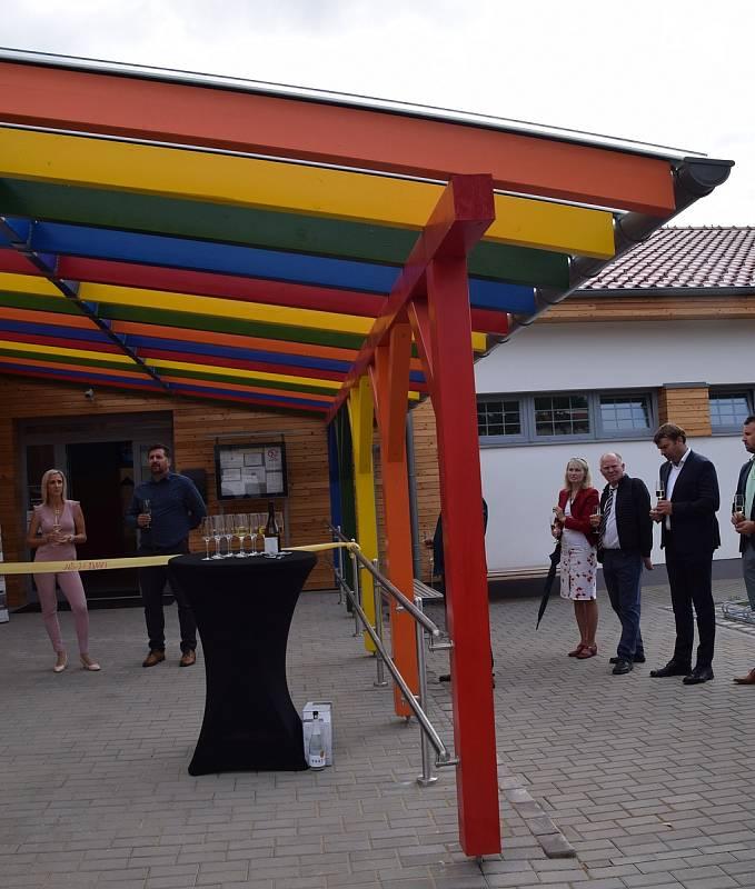 Ledničtí slavnostně otevřeli novou budovu mateřské školy.
