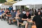 Mikulovské pivobraní přilákalo za dva dny téměř tři tisíce lidí. V amfiteátru mohli ochutnat i mikulovské pivo.