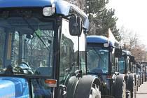 Velkobílovičtí se pokusili překonat rekord z roku 2007. Nejvíce traktorů na jednom místě. Podařilo se. Město zaplnilo 231 traktorů.
