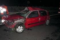 Pěti zraněními skončila nehoda na šestačtyřicátém kilometru dálnice D2 na Břeclavsku. Osobní auto se slovenskou registrační značkou narazilo do svodidel a převrátilo se.