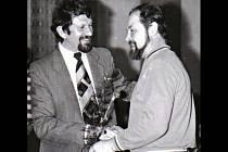 Josef Bulla (vlevo) z šitbořického oddílu kolové na archivním snímku z osmdesátých let minulého století.