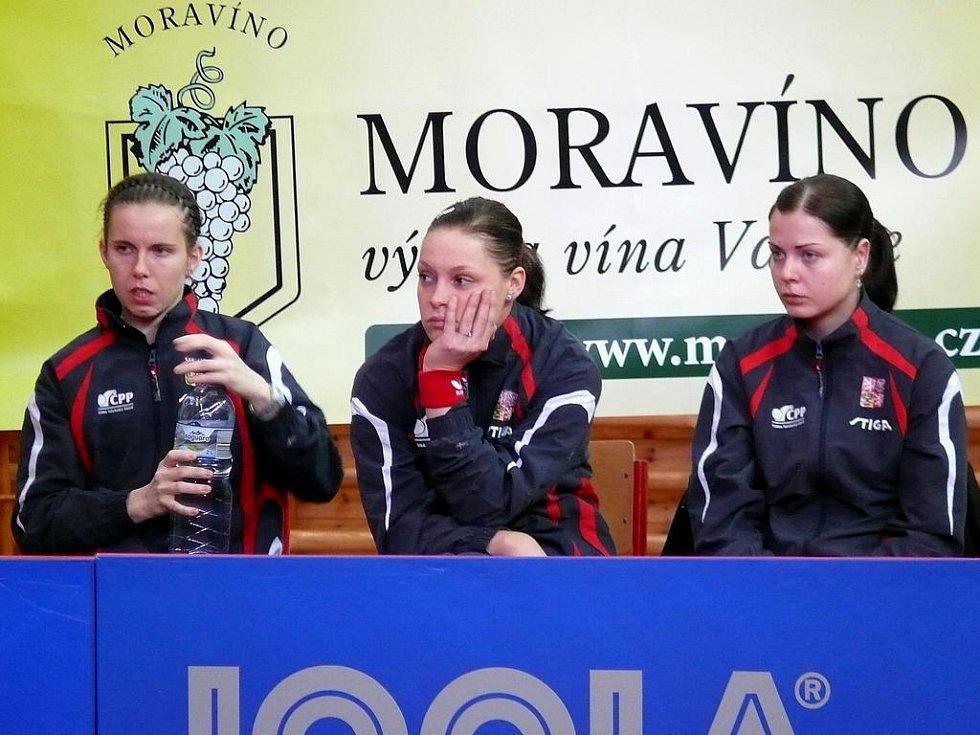 České stolní tenistky bez zraněné jedničky Ivety Vacenovské nedokázaly čelit soupeři v čele s mistryní Evropy.