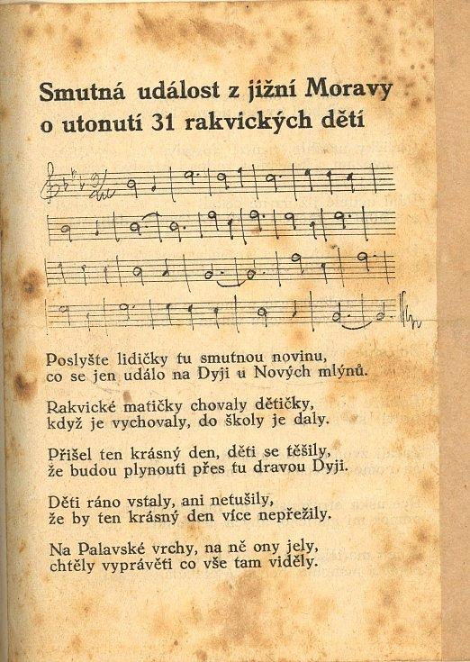 Píseň o utonutí jednatřiceti školáků z Rakvic, kteří zahynuli při neštěstí v květnu roku 1936 ve vlnách řeky Dyje.