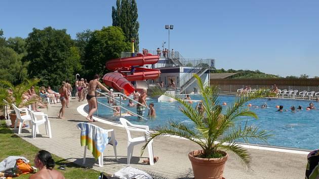 Koupaliště v rakouském Rabensburgu je letním cílem řady koupelechtivých lidí z Břeclavi a okolí.