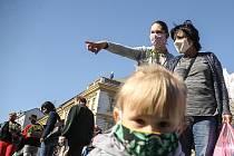 Místostarosta Velkých Pavlovic chválí obyvatele města, že se chovají zodpovědně a nosí roušky. Ilustrační foto.