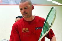 Břeclavský squashista Ladislav Burián v akci.