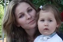 Elinka Sedláčková s maminkou.