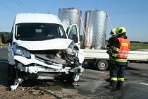 K dopravní nehodě došlo v pondělí na silnici II/425 u odbočky na Moravský Žižkov. Celkovou škodu na dodávce Ford s přívěsem a Škodě Fabia dopravní policisté předběžně odhadli na sto devadesát tisíc korun.