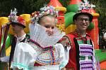Historicky první Setkání přátel jižní Moravy hostil v sobotu přírodní areál ve Starovicích. V průvodu obcí šla více než stovka krojovaných z řady obcí nejen Břeclavska, ale i dalších jihomoravských regionů.