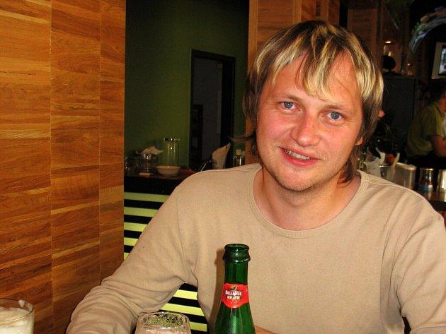 Už jedenáct let se Tom Franzki živí díky svému přehledu ve světě hvězd a hvězdiček.