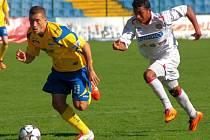 Břeclavský Lucas Carvalho (v bílém).