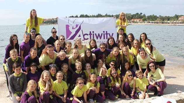 Taneční skupina Actiwity DC si ze soutěže v Poreči přivezla osm trofejí. Mezi nimi i titul mistrů světa.