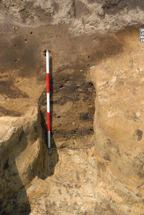 Archeologický výzkum na stavbě kultuního domu v Drnholci odkryl dosud neznámou archeologickou lokalitu.