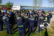 Dobrovolní hasiči cvičili zásahy u povodní. Příprava se uskutečnila na břehu horní nádrže Nové Mlýny v katastru Pasohlávek.