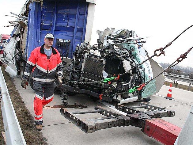 nehoda na dálnici D2 u Podivína
