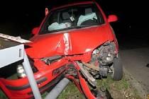 Mladá žena řídila pod vlivem alkoholu a narazila u železničního přejezdu.