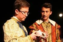 K Noci divadel se poprvé připojilo i boleradické divadlo. Na úvod nabídlo představení pro děti Popelka aneb Pohádka z babiččiny truhličky.