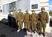 Břeclavané uctili v sobotu dopoledne u základní školy v Sovadinově ulici v okresním městě památku válečných veteránů.