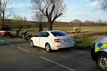Motorkářka a řidička osobního auta se srazily v sobotu podvečer u Velkých Pavlovic. Motorkářku dopravil do nemocnice vrtulník.