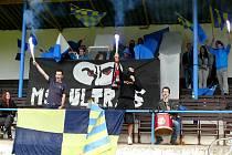 Mladí břeclavští fotbalisté měli na svém nedělním zápase nebývale velkou diváckou podporu.