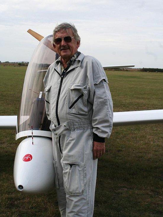 Karel Ertl tráví v letadle každou volnou chvíli.