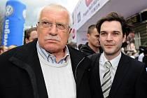 Petr Macinka s prezidentem Václavem Klausem .