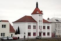 Sídlo břeclavských profesionálních hasičů na Smetanově nábřeží.