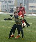 Fotbalisté MSK Břeclav (ve žlutomodrém) podlehli v přípravném utkání brněnskému Startu 1:3.