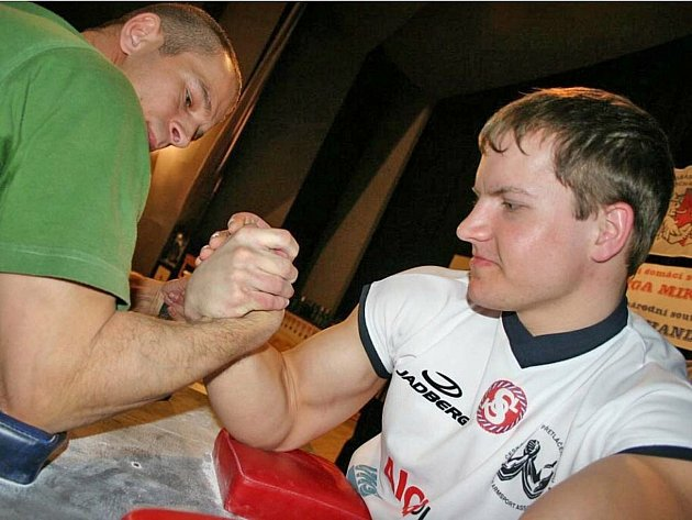 Prostřední syn Robin (vpravo) se stal juniorským mistrem světa.