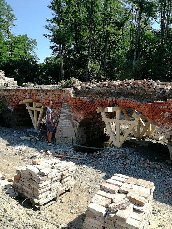 Postup prací při obnově Portz Insel.