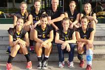 Břeclavské volejbalistky si ve Znojmě vychutnaly výrhu v turnaji bez ztráty setu.