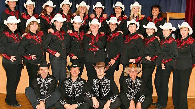 Členové oddílu Country Rebels z Charvátské Nové Vsi spolu tančí už od roku 2008.