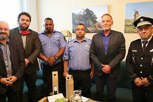 Asistenty prevence kriminality Radka Danihela a Martina Šarközyho ocenili za odvahu na břeclavské radnici.