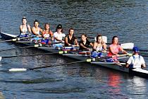 Na Slovácké regatě se v závodě osem dorostenek z vítězství radovaly břeclavské veslařky, které vytvořily společnou posádku s otrokovickými děvčaty a jednou závodnicí ze slovenské Šintavy.