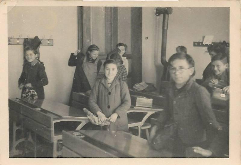 Škola v roce 1942.