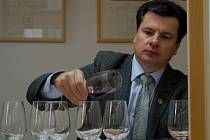 Odborník Josef Balík v hodnotící komisi sedmačtyřicátého ročníku Valtických viných trhů.