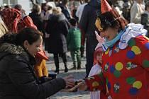 Fašankové veselí se uskutečnilo v sobotu dopoledne v Mikulově. Lidé v maskách a krojích vyrazili na průvod městem z Náměstí.