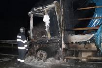 Na dálnici D2 hořel kamion