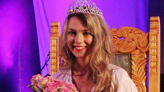 Mikulovský zámek zalily slzy. Nová královna krásy středních škol plakala štěstím