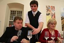 Degustátoři budou v pondělí a úterý budou hodnotit vína ze slovácké vinařské podoblasti, ve středu a ve čtvrtek pak z mikulovské podoblasti.
