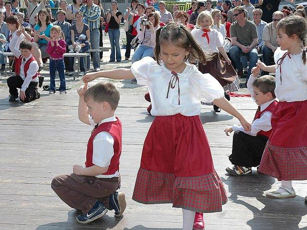 Už šesté Vranovické jaro nabídlo účastníkům kromě netradičních soutěží i kopec recese a víkendové pohody.